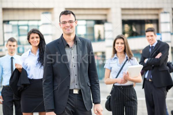 Zdjęcia stock: Młodych · działalności · liderem · biznesmen · stałego · zespołu