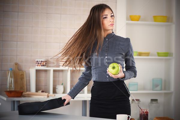 Overwerkt zakenvrouw keuken klaar werk Stockfoto © MilanMarkovic78