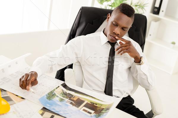 Stock fotó: Afrikai · építkezés · mérnök · töprengő · építész · néz