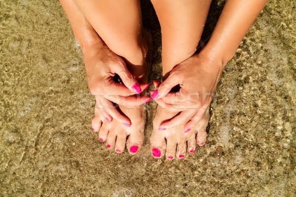 Entspannenden Strand weiblichen Fuß Hände Stock foto © MilanMarkovic78
