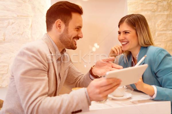 Cafe twee mooie jonge glimlachend Stockfoto © MilanMarkovic78