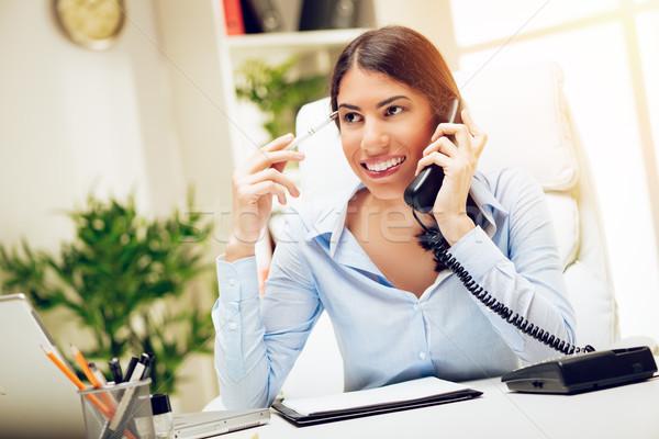 Altijd praten business geslaagd jonge vrouw werken Stockfoto © MilanMarkovic78