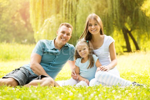 Zdjęcia stock: Portret · uśmiechnięty · szczęśliwą · rodzinę · szczęśliwy · rodziny · posiedzenia