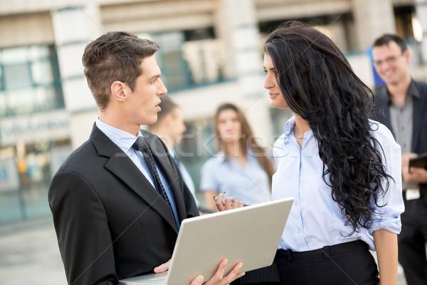 Jeunes affaires parler immeuble de bureaux Photo stock © MilanMarkovic78