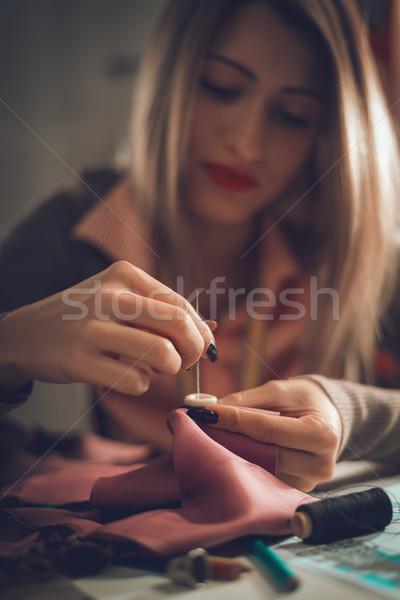 Nähen Taste schönen jungen weiblichen Schneider Stock foto © MilanMarkovic78