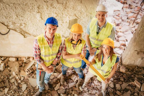 Foto stock: Bem · sucedido · equipe · quatro · construção · edifício