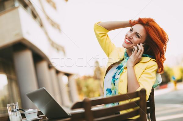 Di successo imprenditrice break strada cafe telefono Foto d'archivio © MilanMarkovic78