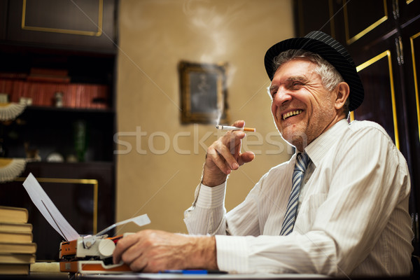 Retro Senior Mann Schriftsteller Zigarette Journalist Stock foto © MilanMarkovic78