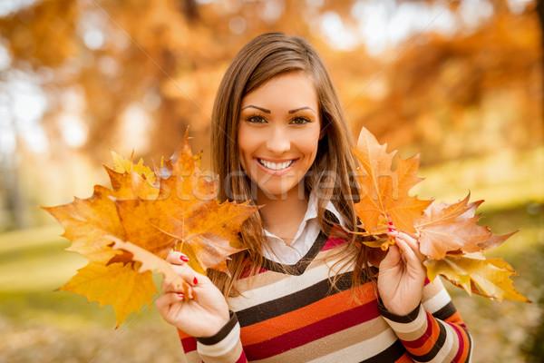 Herbst Mädchen cute genießen sonnig Stock foto © MilanMarkovic78