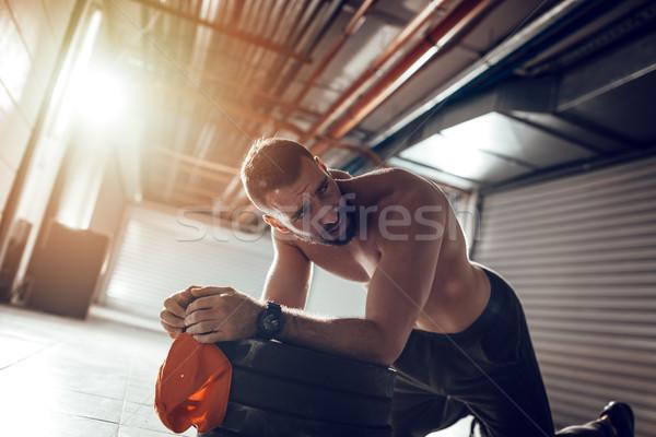 Zabójca treningu młodych wyczerpanie muskularny człowiek Zdjęcia stock © MilanMarkovic78