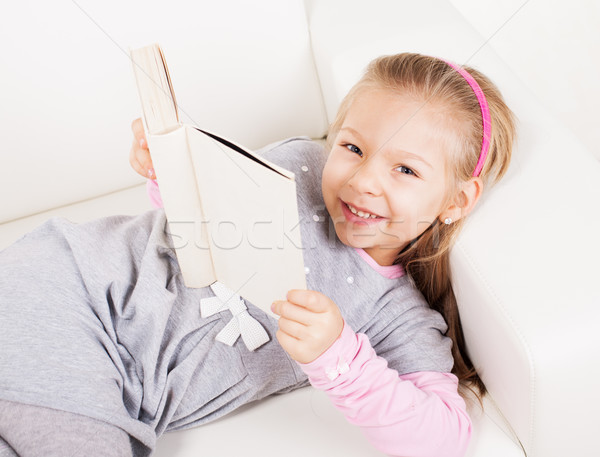 Meisje boek cute home lezing glimlachend Stockfoto © MilanMarkovic78