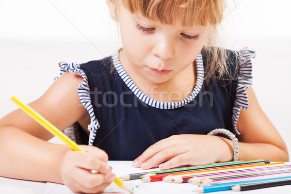 Petite fille cute dessin crayons Photo stock © MilanMarkovic78
