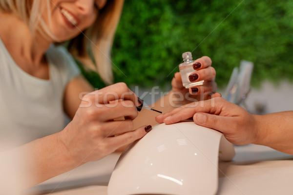 Malerei Nägel glücklich malen weiblichen Kunden Stock foto © MilanMarkovic78