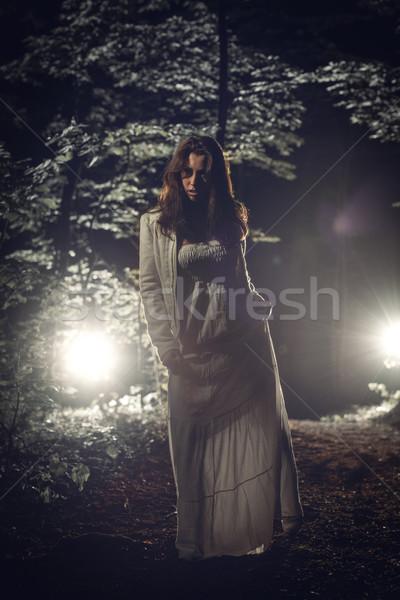 Tek başına kız genç yalnız kadın yürüyüş Stok fotoğraf © MilanMarkovic78
