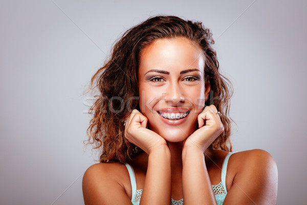 Meisje bretels glimlachend jonge vrouw tonen perfect Stockfoto © MilanMarkovic78