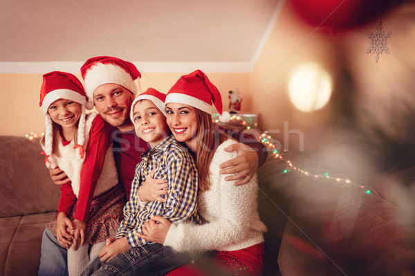 Familia feliz Navidad vacaciones hermosa sonriendo familia Foto stock © MilanMarkovic78
