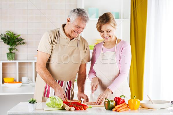 Heureux couple de personnes âgées viande cuisine Photo stock © MilanMarkovic78