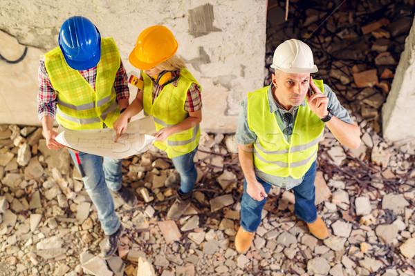 Wiederaufbau Katastrophe Bau Telefon Gebäude beschädigt Stock foto © MilanMarkovic78