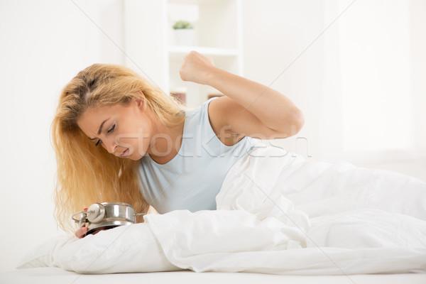 Felfelé aranyos fiatal nő ébredés reggel dühös Stock fotó © MilanMarkovic78