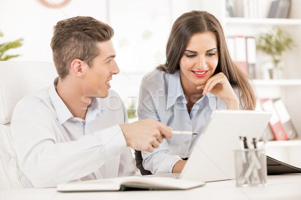 Affaires consultation jeunes gens d'affaires affaires séance Photo stock © MilanMarkovic78