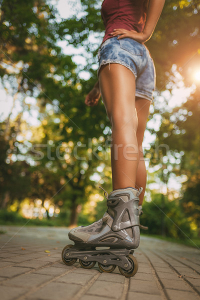 Női görkorcsolyázó közelkép felismerhetetlen lány korcsolyázás Stock fotó © MilanMarkovic78