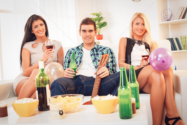 Otthon buli három fiatal mosolyog emberek Stock fotó © MilanMarkovic78
