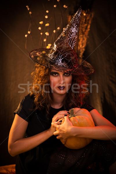Halloween witch młoda kobieta jak ciemne odzież Zdjęcia stock © MilanMarkovic78