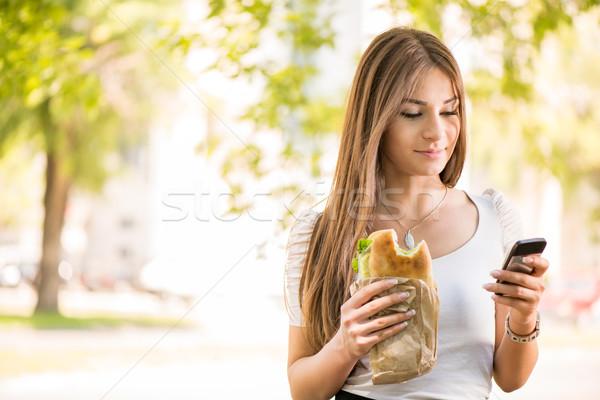 Fiatal nő elvesz törik reggeli portré gyönyörű Stock fotó © MilanMarkovic78