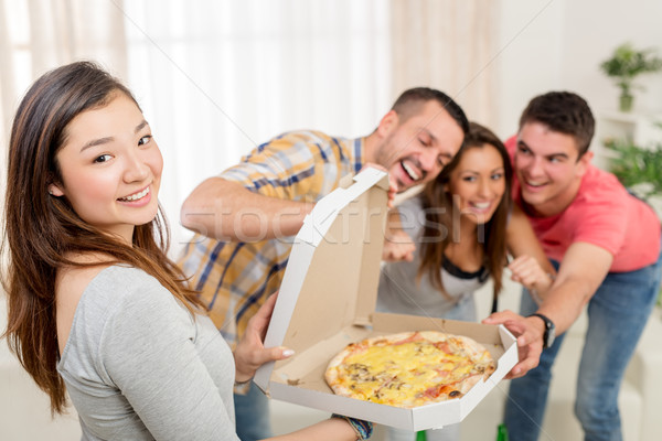 Idő pizza négy derűs barátok élvezi Stock fotó © MilanMarkovic78