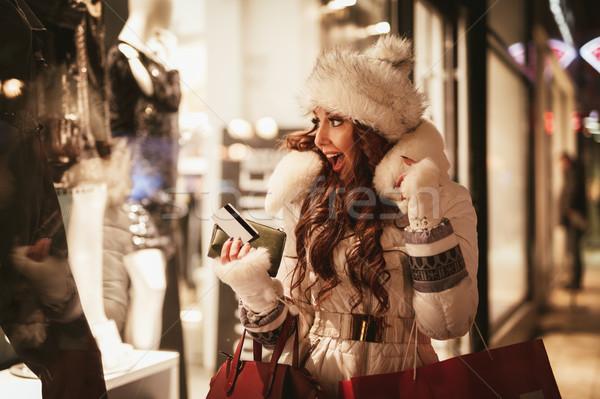 Lány vásárlás fiatal gyönyörű mosolygó nő szórakozás Stock fotó © MilanMarkovic78