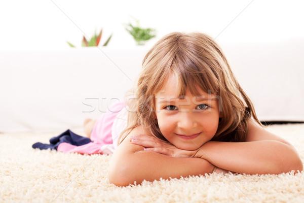 Cute petite fille étage blanche souriant bonheur Photo stock © MilanMarkovic78