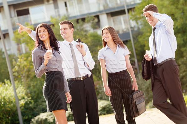 Squadra di affari break di successo giovani pausa caffè piedi Foto d'archivio © MilanMarkovic78