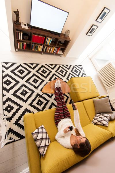 Szabadidős tevékenység gyönyörű fiatal nő néz tv nappali Stock fotó © MilanMarkovic78