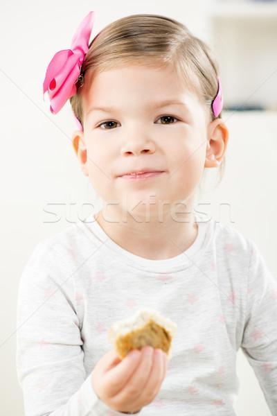 女の子 食べ ペストリー かわいい 笑みを浮かべて ストックフォト © MilanMarkovic78