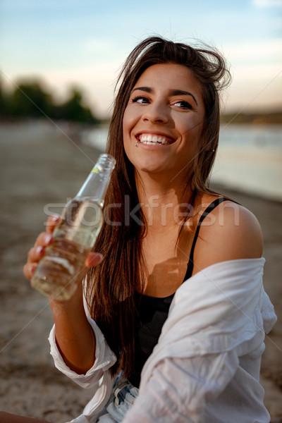 Jonge vrouw ontspannen zonsondergang tijd rivier Stockfoto © MilanMarkovic78