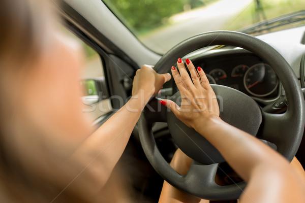 Nő sofőr kisajtolás duda közelkép fiatal Stock fotó © MilanMarkovic78