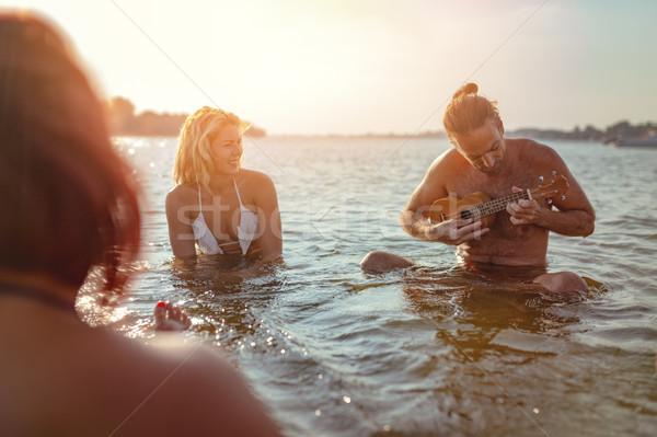 Día de verano feliz jóvenes tiempo Foto stock © MilanMarkovic78
