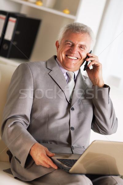 Foto stock: Senior · empresário · feliz · falante · telefone · móvel · negócio