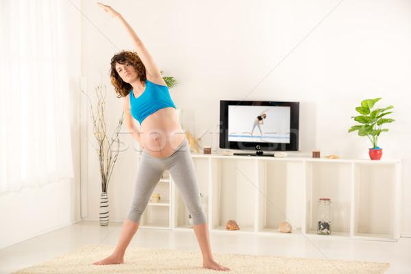 Terhes nő sportok ruházat nappali konzerv lát Stock fotó © MilanMarkovic78