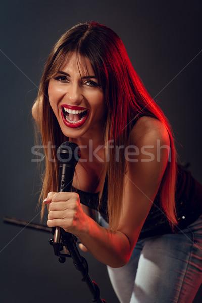 Cute rock star młoda kobieta rock piosenkarka Zdjęcia stock © MilanMarkovic78