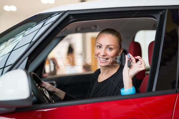Mi coche nuevo jóvenes hermosa feliz mujer Foto stock © MilanMarkovic78