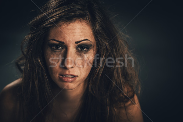 Slachtoffer jonge vrouw bang naar Stockfoto © MilanMarkovic78