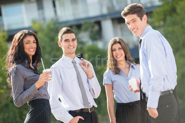 Zakenlieden koffiepauze groep jonge permanente buiten Stockfoto © MilanMarkovic78