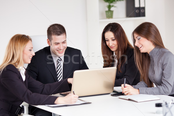 Zdjęcia stock: Zespół · firmy · cztery · szczęśliwy · ludzi · biznesu · patrząc · projektu