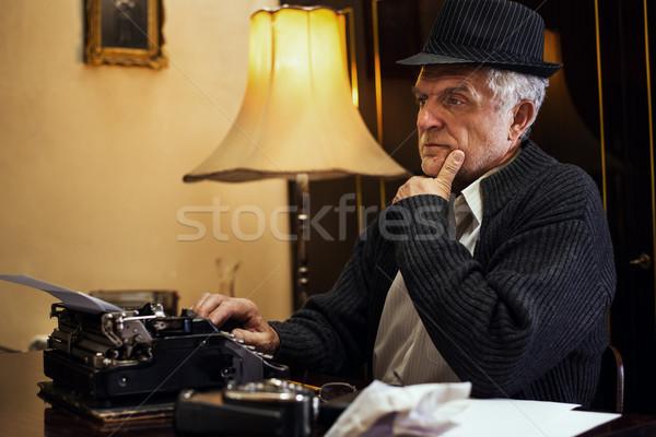 Retro kıdemli adam yazar şapka oturma Stok fotoğraf © MilanMarkovic78