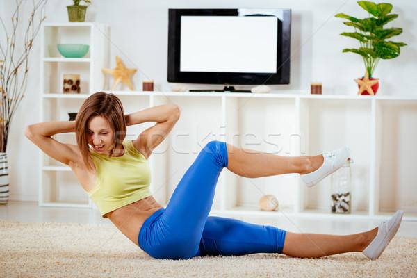 Vastbesloten aantrekkelijk fitness vrouw woonkamer Stockfoto © MilanMarkovic78
