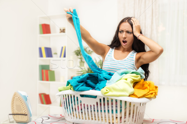 Strijken vervelen jonge vrouw mand wasserij vrouwen Stockfoto © MilanMarkovic78
