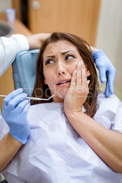 Fogászati szorongás gyönyörű fiatal nő látogatás fogorvosi rendelő Stock fotó © MilanMarkovic78