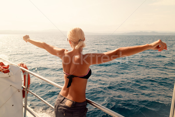 Menina cruzeiro belo mulher jovem Foto stock © MilanMarkovic78