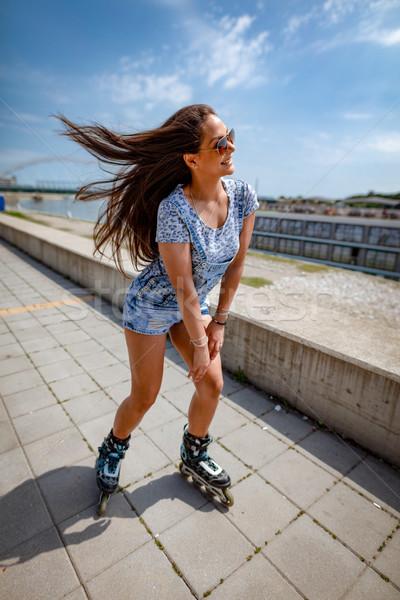 Behoefte leuk mooie glimlachend jonge vrouw gelukkig Stockfoto © MilanMarkovic78